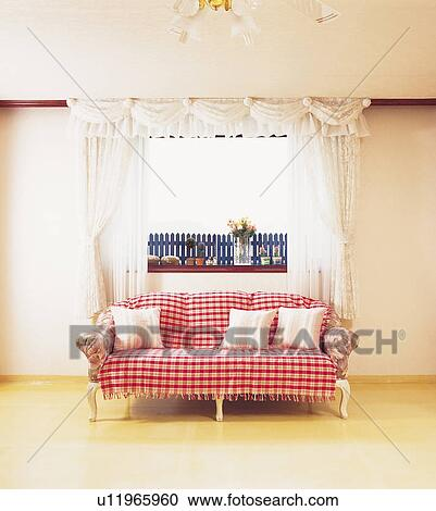 Banques de photographies rideaux int rieur salle for Decoration fenetre interieur