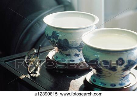 Banque d 39 image pots fleurs int rieur pot fleurs - Pot deco interieur ...