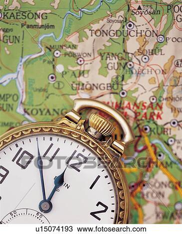 Banque de photo horloge int rieur montre d corations d coration style de vie d coration for Montre decoration