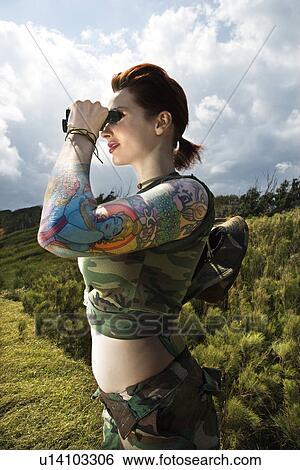 espiar tatuado