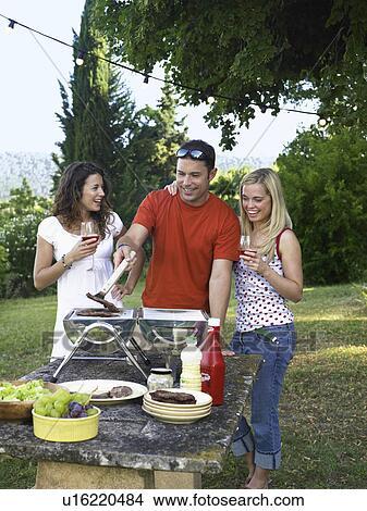 banque de photo groupe cuisine barbecue u16220484 recherchez des images des. Black Bedroom Furniture Sets. Home Design Ideas