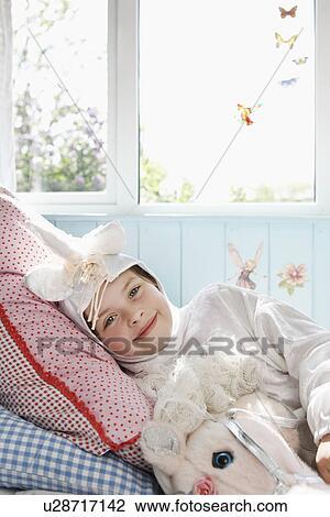 Banco de imagem retrato de menina jovem 5 6 for Cama unicornio