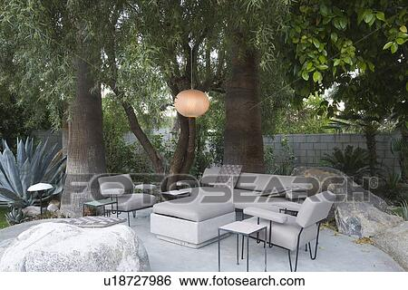 Stock afbeeldingen buiten tuinmeubelen in palm welt op thuis u18727986 zoek - Tuinmeubelen buiten ...