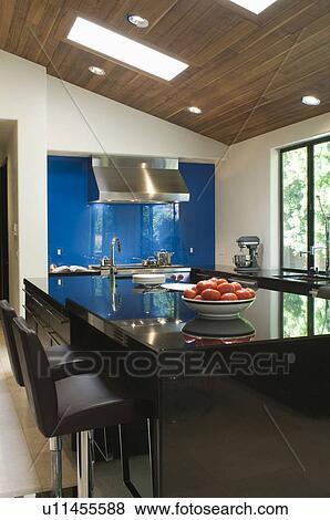 Images bleu splashback dans noir lustre cuisine for Lustre cuisine noir
