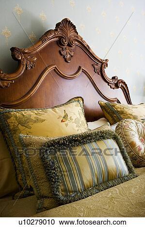 Archivio fotografico ornare legno testata letto e cuscini u10279010 cerca archivi - Testata letto cuscini ...
