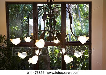 stock fotografie metall kronleuchter mit viele lampen u11473851 suche stockfotos fotos. Black Bedroom Furniture Sets. Home Design Ideas
