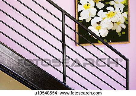 stock foto gem lde h ngen a wand hinter a treppe gel nder u10548554 suche stockbilder. Black Bedroom Furniture Sets. Home Design Ideas