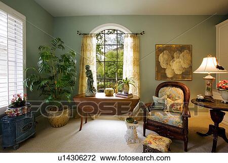 Stock foto wohnzimmer mit elegante blumen sessel for Wohnzimmer blumen