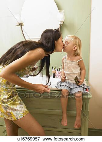 Picture Of Mother And Daughter Kissing U16769957 Search