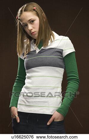 Stock afbeeldingen tiener meisje in gestreept hemd en roze vlechten u16625076 zoek - Tiener meisje foto ...
