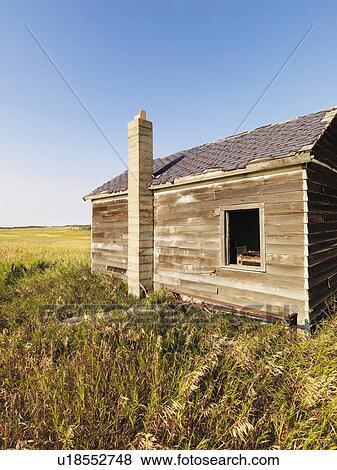 Fotos abandonado casa de madera en estado de mal for Casa elegante en mal estado