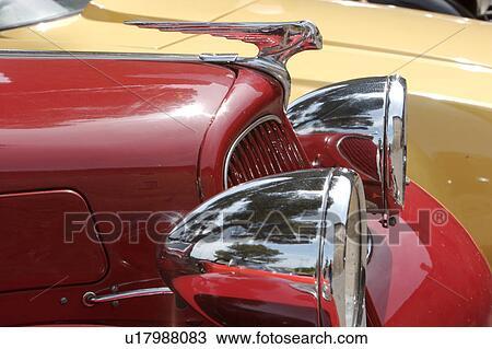 Stock foto zijaanzicht detail van antieke rood for Gele lampen auto