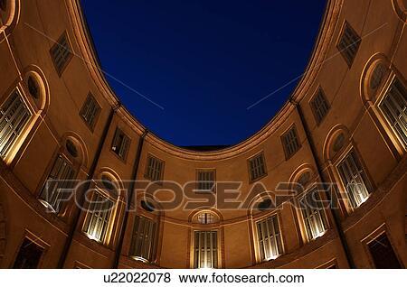 Immagini vista guardando ferrara teatro interno for Cortile circolare