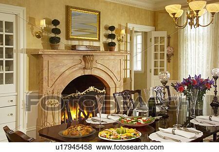 Immagini tradizionale sala da pranzo con caminetto e for Sala pranzo con caminetto