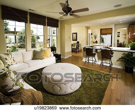 Stock fotografie binnenste tijdgenoot thuis met woonkamer keuken en eetkamer u19823869 - Eetkamer en woonkamer ...