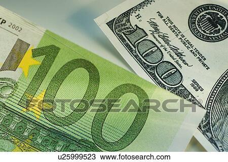 图吧- 一百张美钞, 同时,, 一百欧元, 帐单.图片