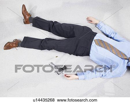 Bilder mann liegen boden mit gewehr u14435268 suche for Boden liegen