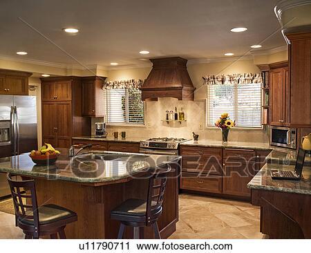 Stock fotografie traditionele keuken met krukken op ontbijt staaf u11790711 zoek - Traditionele keukens ...
