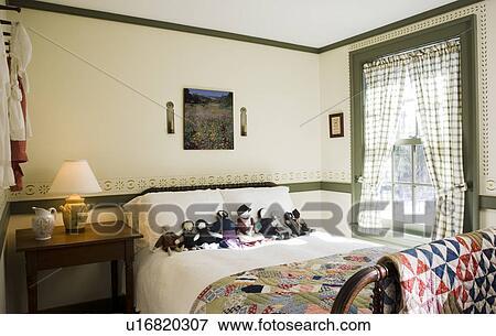 Immagine piccolo coloniale camera letto con - Piccolo di camera ...
