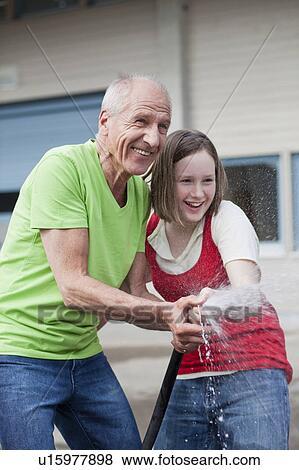 Alter mann aus junges mädchen