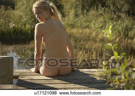 Aktfoto der jungen Frau