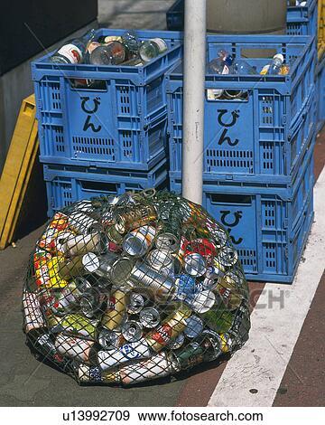 banque de photographies poubelles et bouteilles pour recyclage service d tritus haute. Black Bedroom Furniture Sets. Home Design Ideas