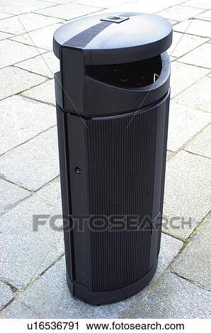 banques de photographies urbain urbain d tails rue meubles rue bo te ordures poubelle. Black Bedroom Furniture Sets. Home Design Ideas