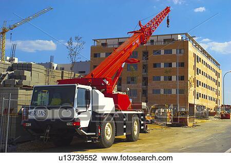 banque de photo construction b timent mat riel grue dans construction chantier site. Black Bedroom Furniture Sets. Home Design Ideas