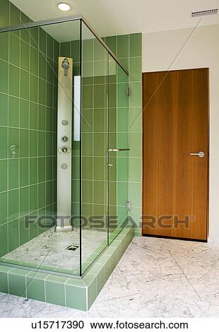 Stock fotografie hippe badkamer met groene douche tegels u15717390 zoek stockfoto 39 s - Groene metro tegels ...