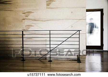 stock fotografie modernes treppenhaus und glas t r u15737111 suche stockfotos fotos. Black Bedroom Furniture Sets. Home Design Ideas