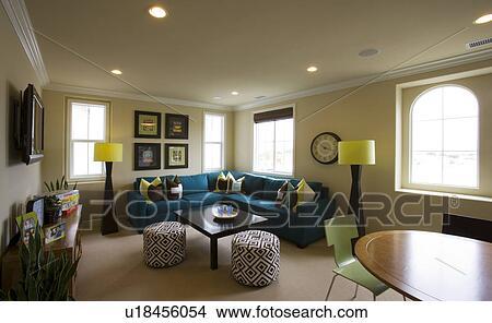 stock foto zeitgenoessig wohnen raum mit nat rliches licht u18456054 suche stockbilder. Black Bedroom Furniture Sets. Home Design Ideas