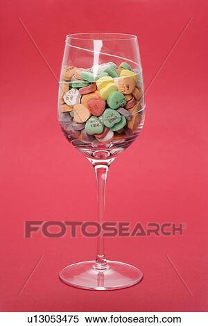 banque d 39 image verre vin entiers de color coeurs sucrerie proverbes sur les sur. Black Bedroom Furniture Sets. Home Design Ideas