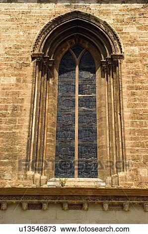 Banque de photo espagne espagnol b timent glise for Fenetre gothique