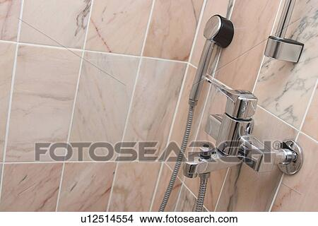 Stock foto badezimmer dusche bad keramisch - Fliesenmuster dusche ...