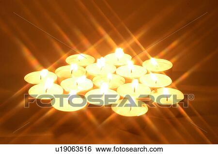 stock bilder brennender kerze licht kerzenschein kerze beleuchtung kerzenhalter. Black Bedroom Furniture Sets. Home Design Ideas