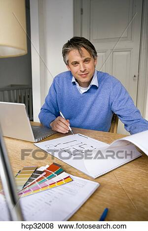 Pictures of architect sitting at desk with laptop for Architecte desl definition