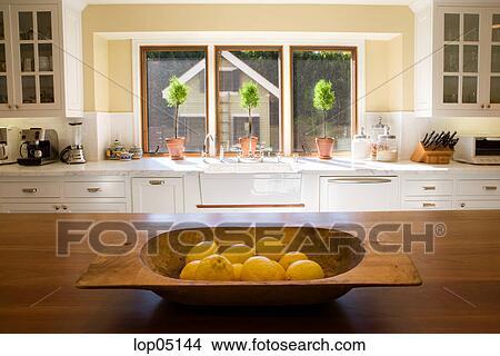 stock foto landhausstil k che mit zitronen lop05144 suche stockbilder wandbilder bilder. Black Bedroom Furniture Sets. Home Design Ideas