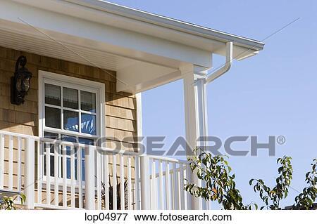 Patio disegno veranda : Immagine - esterno, dettaglio, di, balcone. Fotosearch - Cerca Archivi ...
