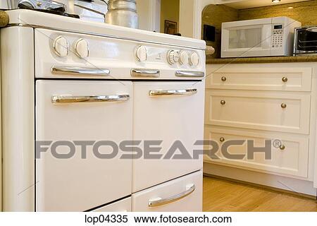 Stock Afbeelding - ouderwets, oven, in, landelijke stijl, keuken ...