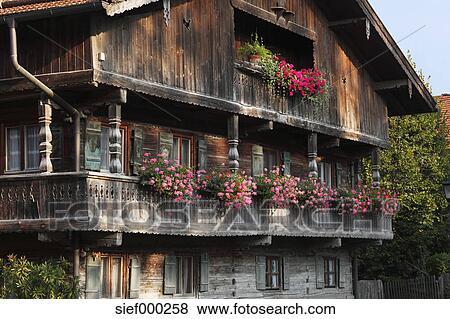 bilder deutschland oberes bayern bayern h lzern balkon von bauernhaus mit geranien. Black Bedroom Furniture Sets. Home Design Ideas