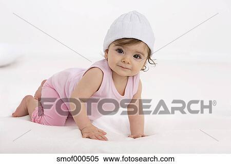 banque d 39 image dorlotez fille ramper sur couverture b b sourire smof000505 recherchez. Black Bedroom Furniture Sets. Home Design Ideas