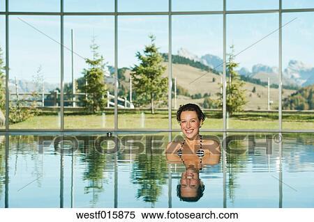 stock bild italien s dtirol frau in schwimmbad von hotel urthaler westf015875 suche. Black Bedroom Furniture Sets. Home Design Ideas