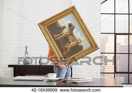 stock fotograf frau dekorieren sie b ro 42 16539909 suche stock fotografie poster. Black Bedroom Furniture Sets. Home Design Ideas