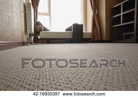 image lit devant fen tre 42 16935397 recherchez des photos des images des photographies. Black Bedroom Furniture Sets. Home Design Ideas