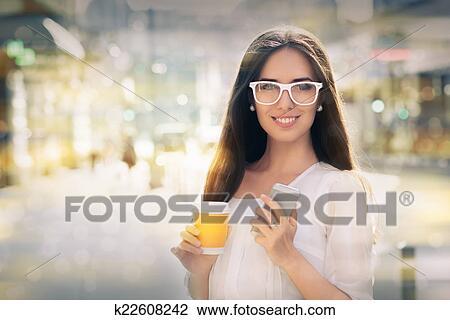 戴眼镜少妈