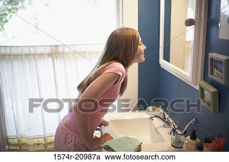 澡堂偷女孩棉袜