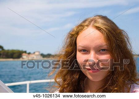 18 Jahre Alt Mädchen Bord Von Yacht Bild V45 1026134 Fotosearch