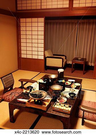 Dîner, servi, sur, a, table, à, a, japonaise, traditionnel, ryokan, chambre  hôtel, dans, gero, gifu, japan. Banque d\'Image