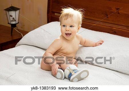 Nena desnuda cama photo 525