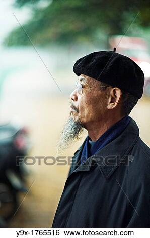 8eb1c2ce9891f Portrait of an old man with a long beard wearing sunglasses and a beret